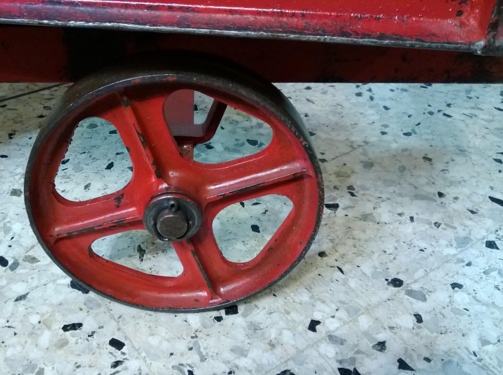 Brocante Décoration Un Nouveau Monde Table basse industrielle, chariot d -> Table Basse Industrielle Chariot Ptt