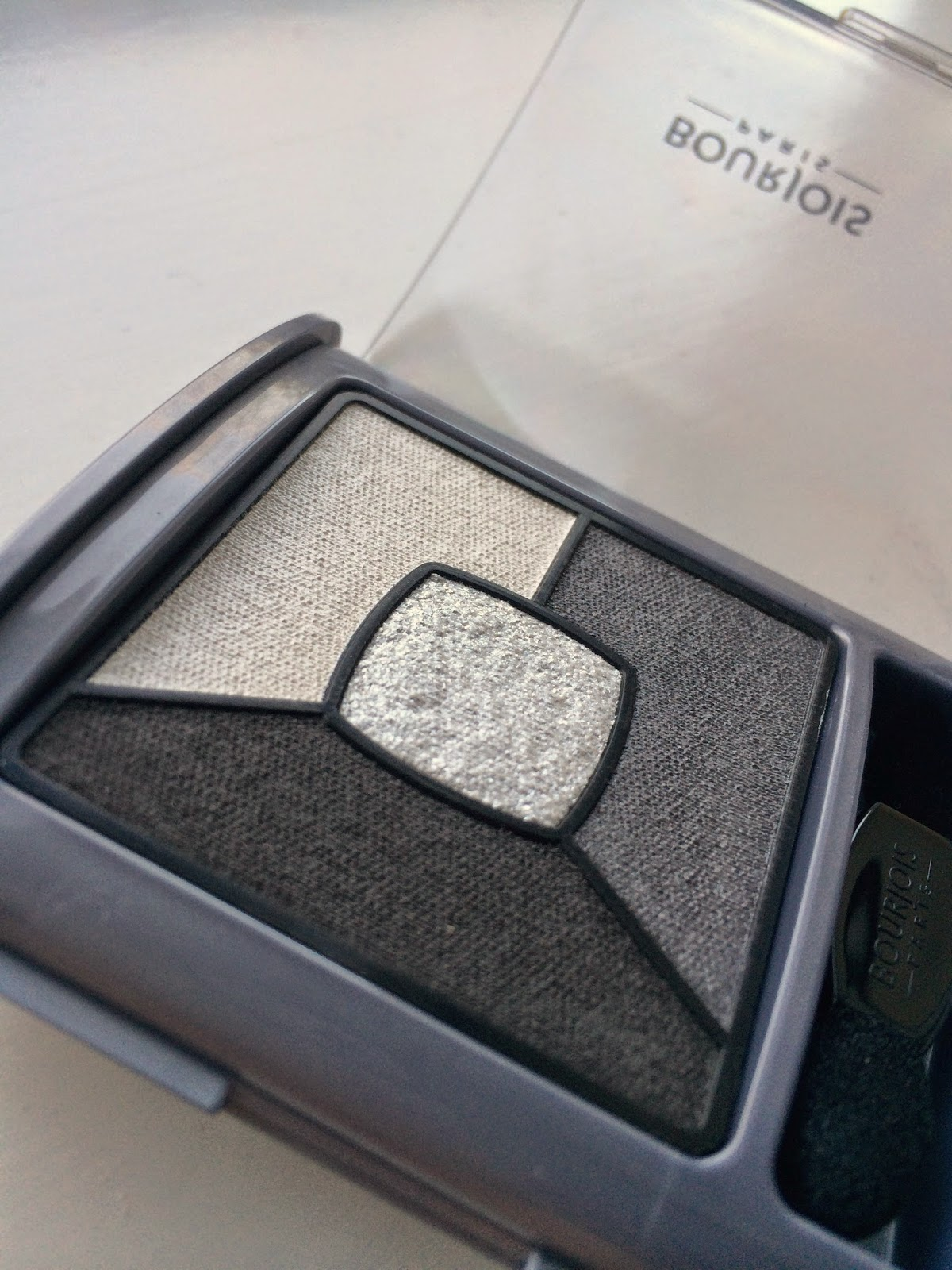 Bourjois-Quad-Smoky-Stories-eyeshadow-grey-and-night-review