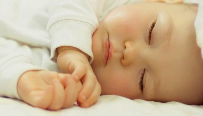 cara menidurkan bayi yang kesulitan tidur