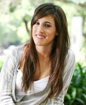 Soledad Pastorutti con bella sonrisa