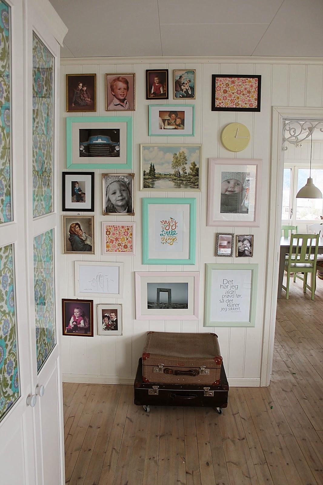 Huset ved fjorden: bildevegg