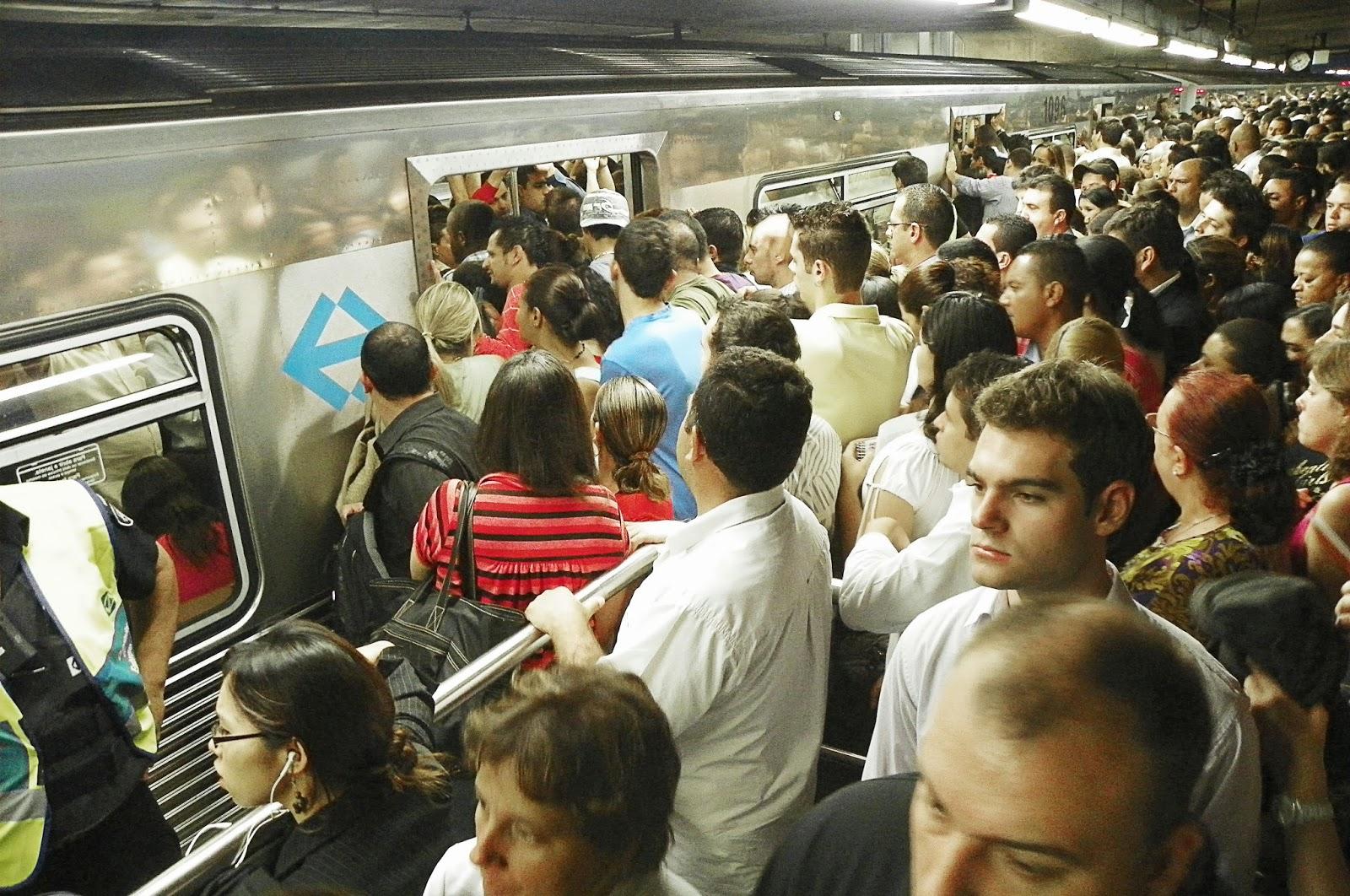 Metrô de São Paulo lotado - Um Asno