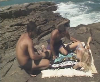 baixar Loira deliciosa estrupada na praia download