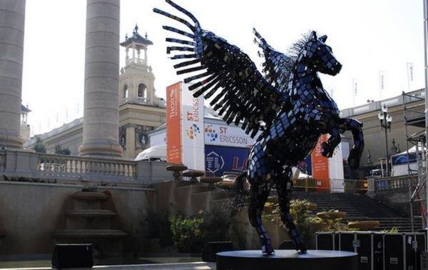 Smile Campus Pegasus Statue of Smartphones