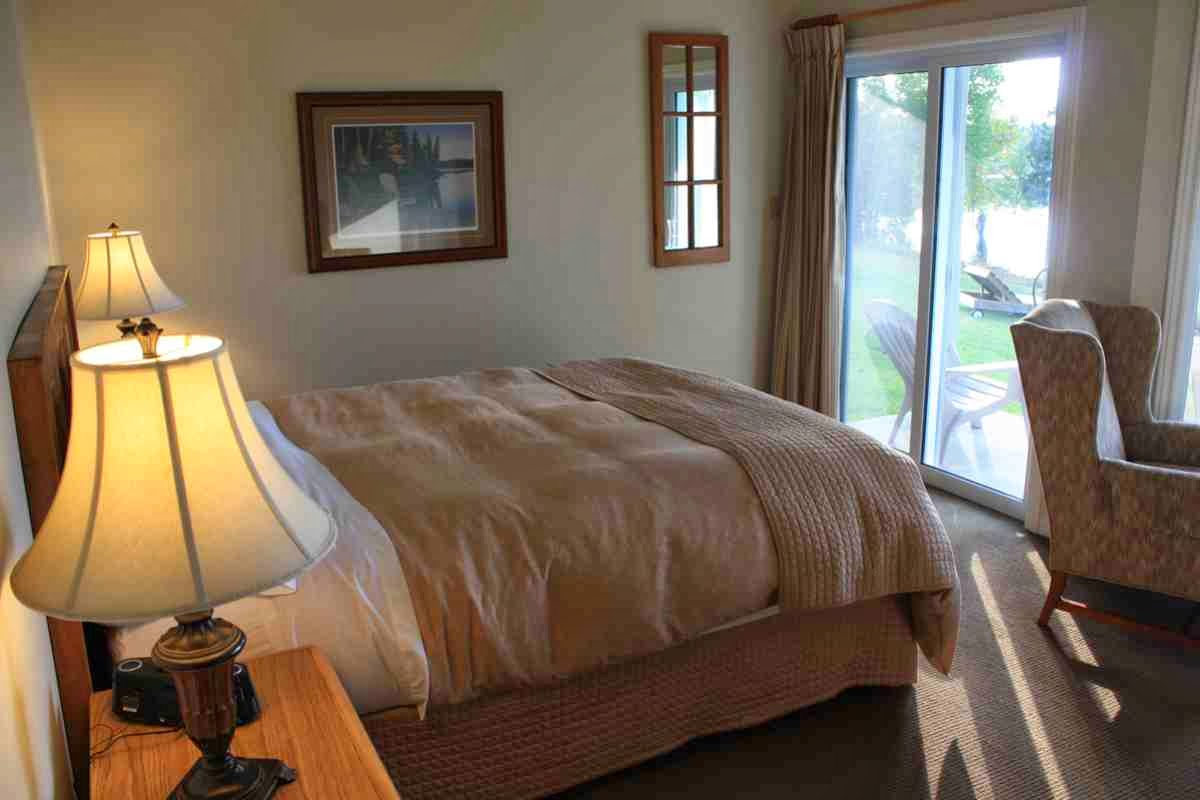 Zimmer im Sir Sams Inn am Eagle Lake in Ontario © Copyright Monika Fuchs, TravelWorldOnline