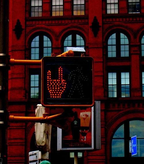 Komik Trafik İşaretleri kırmızı turuncu yeşil işaretler komik sahneler trafikte yaşanan komik sahneler punkçu işareti