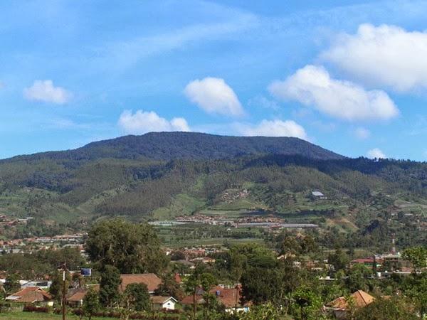 Gunung Tangkuban Parahu ikon Wisata Bandung Lembang