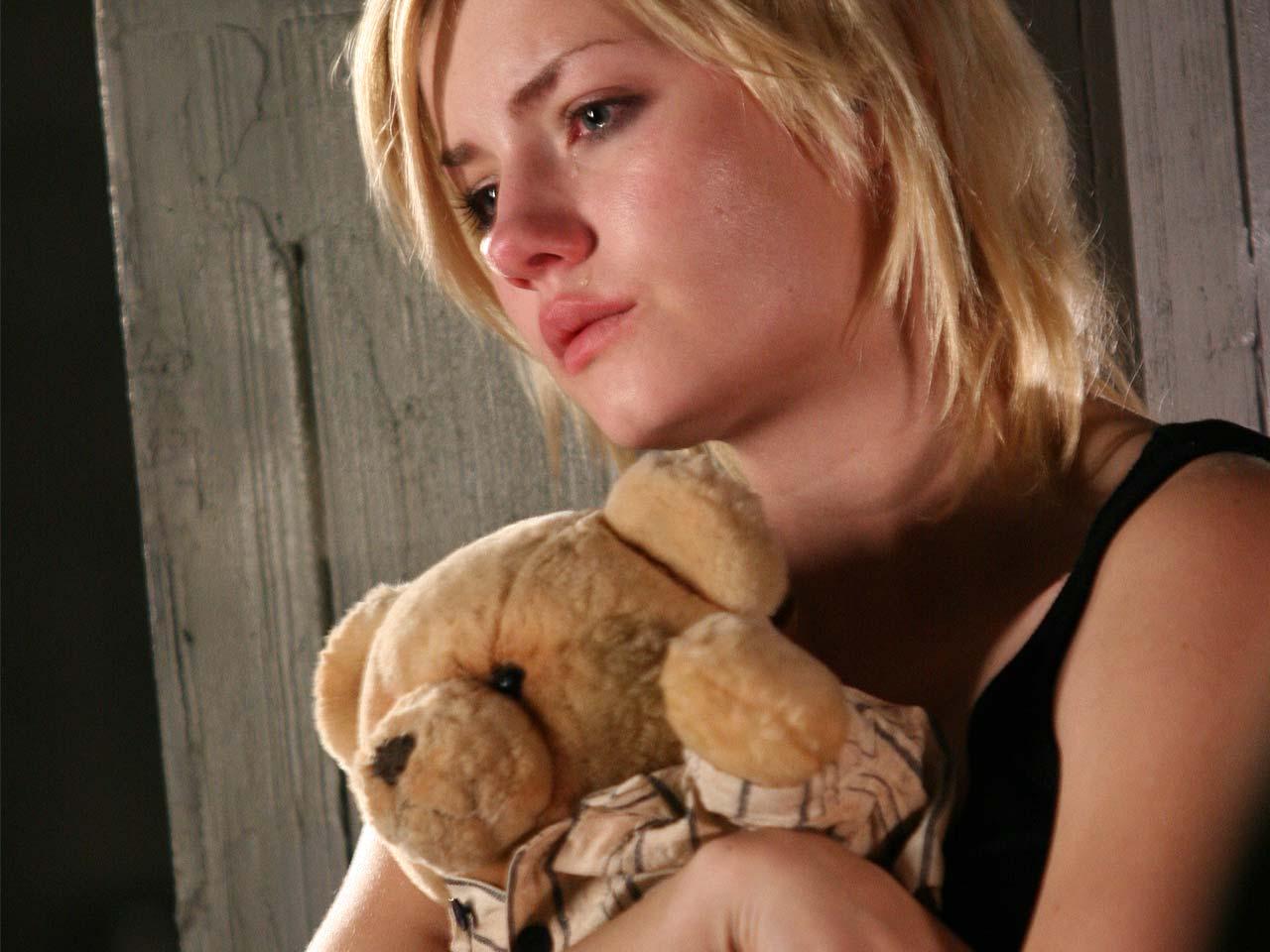 http://4.bp.blogspot.com/-SbeaMZJppys/Ty7ktK9NliI/AAAAAAAAAEg/xg-v8L1KQwU/s1600/elisha-cuthbert-in-captivity-2007_1280x960_20926.jpg