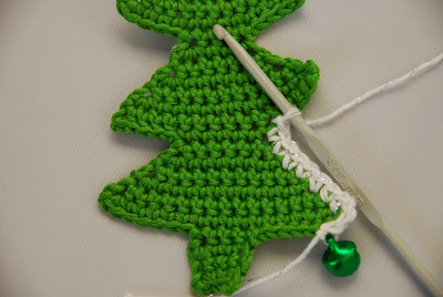 Crochet Christmas tree pattern and tutorial: image of crocheted snowy border being worked and baubles added