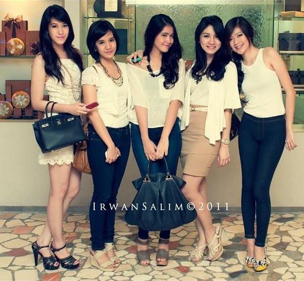 http://4.bp.blogspot.com/-Sc4k_m18zs0/TxE6pKxl1SI/AAAAAAAAGWc/XSOkeHzl23I/s1600/girlband-kevin-aprilio-princess.jpg