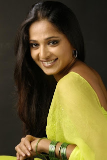 Anushka Shetty Wallpaper with her boyfriend, Sexy Anushka Shetty Tamil movie video download