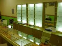furniture interior semarang  interior optik toko kacamata07