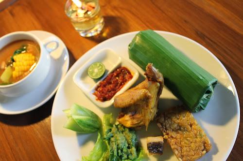 5 Kebiasaan Unik Cara Makan Orang Indonesia