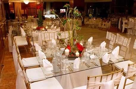 Festejos y decoraciones canaima mesas de vidrio for Sillas para festejos