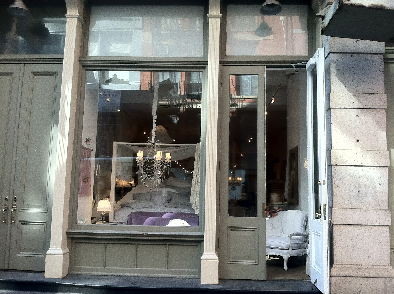 casual chic comfort nyc soho 2012 great day at the shabby chic store. Black Bedroom Furniture Sets. Home Design Ideas
