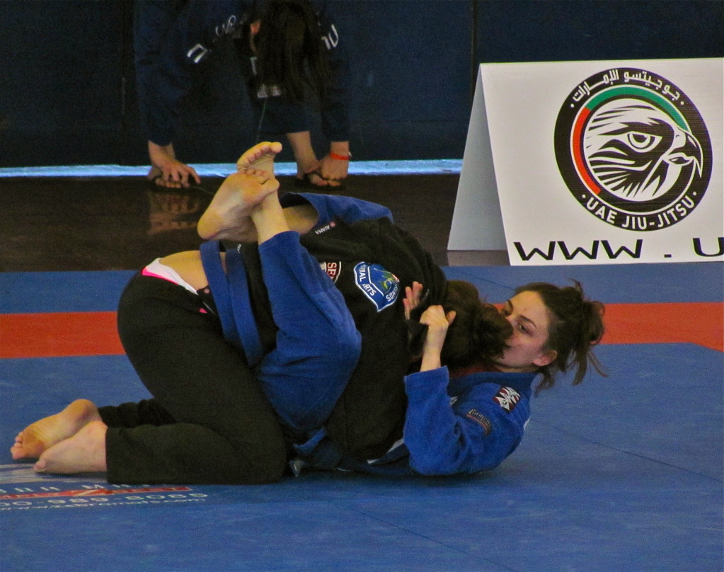 dating a jiu jitsu girl Watches jiu-jitsu whenever he/she can, talks about training when he/she is not training, basically acts in every way same as any kind of addict this is in no way healthy and unfortunately i am dating this kind of a person, as i am sure many others are too no matter if you yourself do bjj or not, bjj maniac is a nightmare as a significant other.