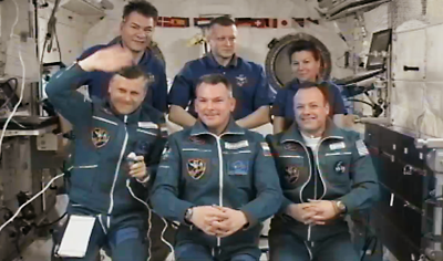 The crew of Expeditions 26 and 27 together at ISS, 6 April 2011.