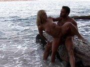 Casal do Sexlog Metendo na Praia