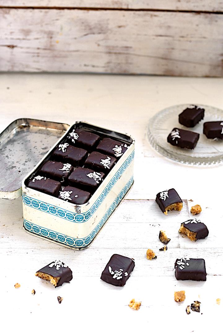 http://www.saveursvegetales.com/2014/12/super-chocolats-orange-coco-acerola.html
