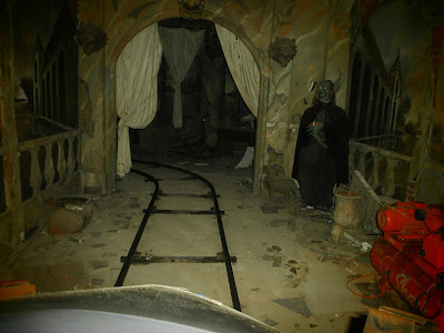 sewa mobil surabaya wisata rumah hantu bns