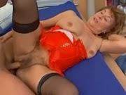 Vídeo de putaria com coroa da buceta peluda que grita sem parar