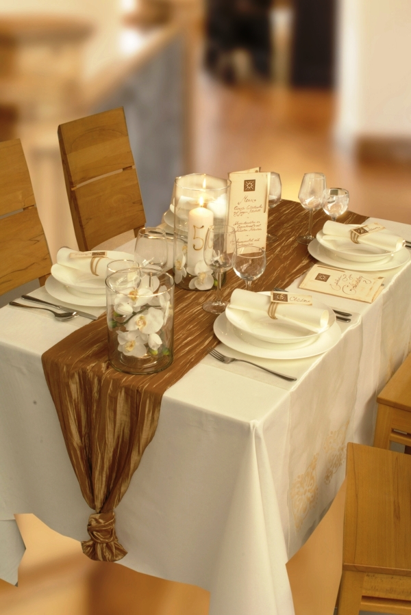 conny s kreative welt festlich gedeckte tafel. Black Bedroom Furniture Sets. Home Design Ideas