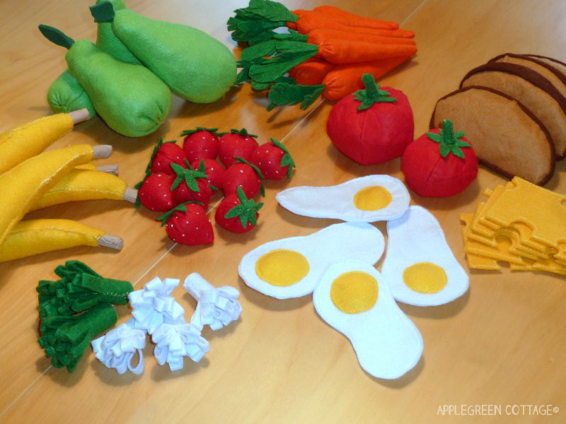 http://applegreencottage.blogspot.com/2014/06/felt-play-food.html