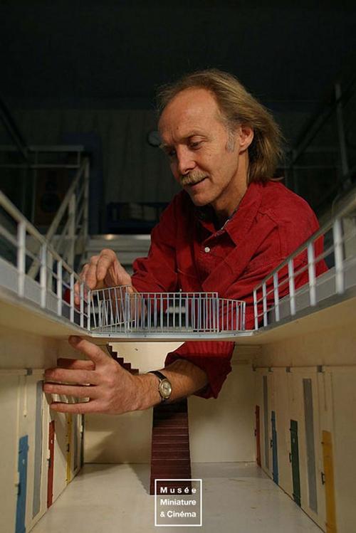 06-Fabrication-de-la-Prison-Saint-Paul-Dan-Ohlmann-Dan-Ohlmann-Musée-Cinéma-et-Miniature-Miniature-Movie-Sets-and-Realistic-Sculptures-www-designstack-co