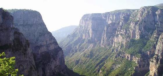 diaforetiko.gr : vikos4 Το φαράγγι του Βίκου στην Ήπειρο   Tο αποκαλούν και το Γκραντ Κάνιον της Ελλάδας