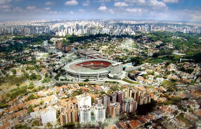 Foto aérea do novo estádio do Morumbi com nova cobertura
