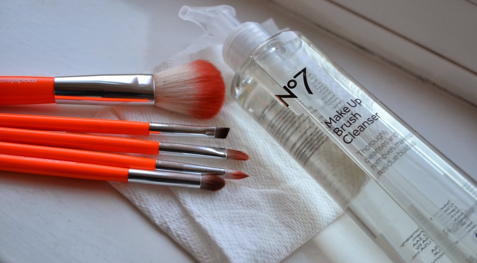 No7 Make Up Brush Cleanser - Beauty by Eff