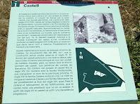 Rètol informatiu sobre el Castell de Calders en el punt d'inici del camí que hi puja