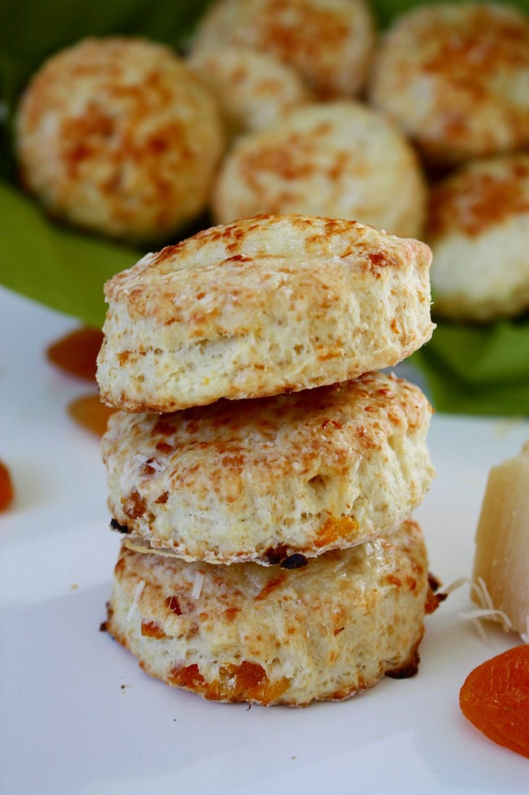Buttermilch Aprikosen Scones mit Parmesan