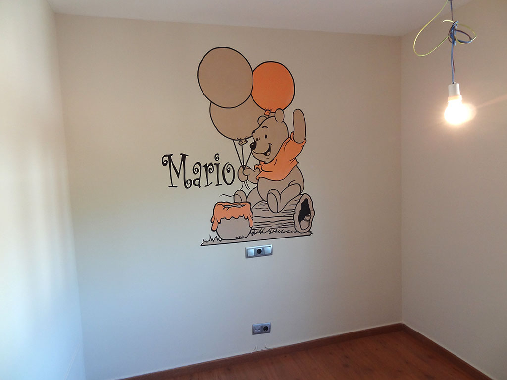 Berok graffiti mural profesional en barcelona winnie the - Reloj pintado en la pared ...