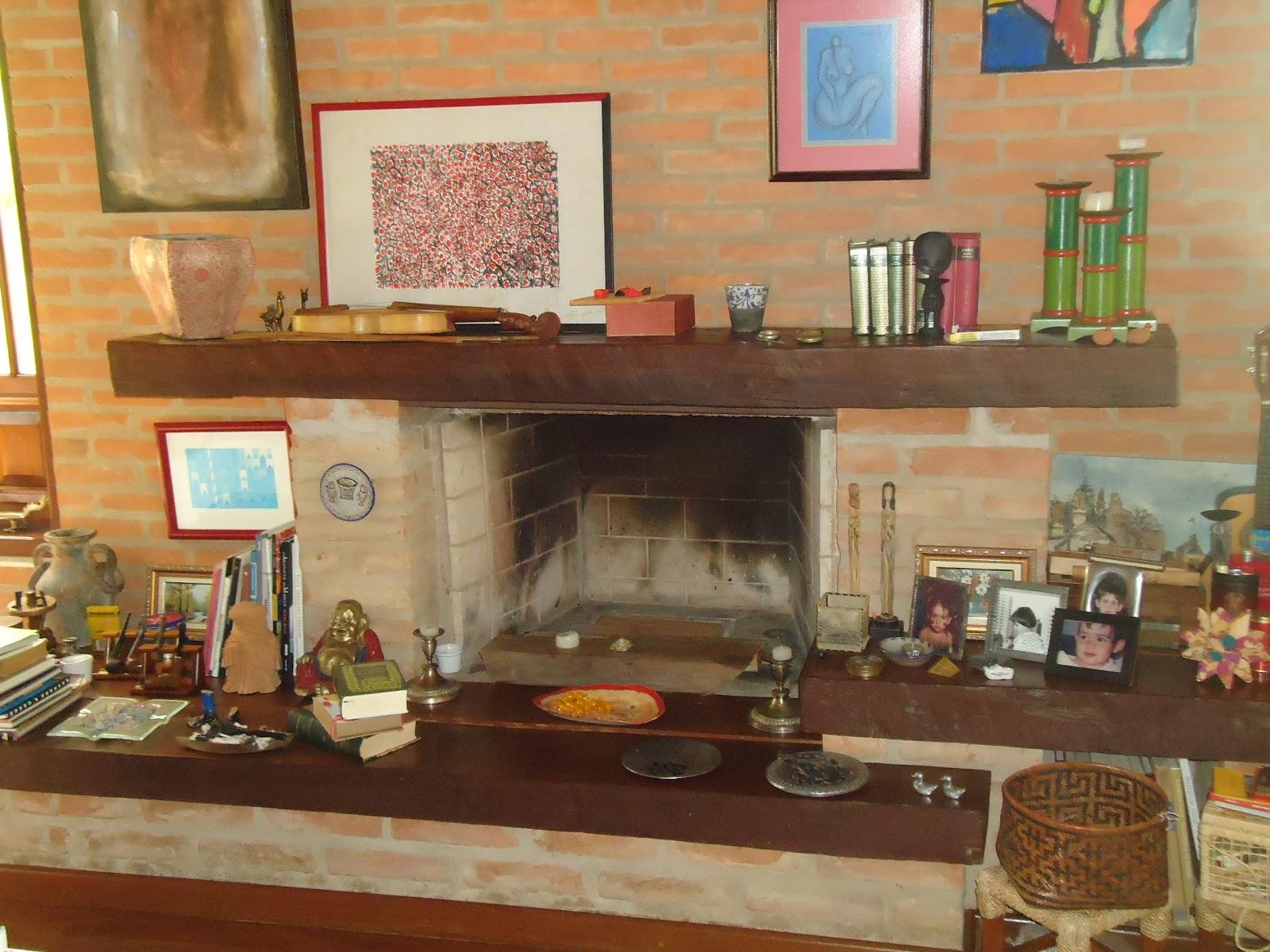 de madeira sob o teto da cozinha são de peroba rosa retiradas de  #9B6630 1600x1200