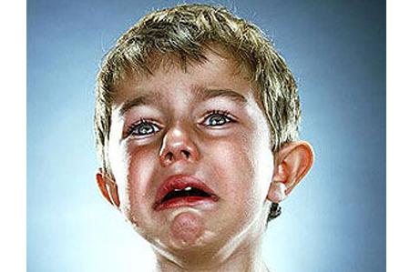 صورة وجه لطفل يبكي