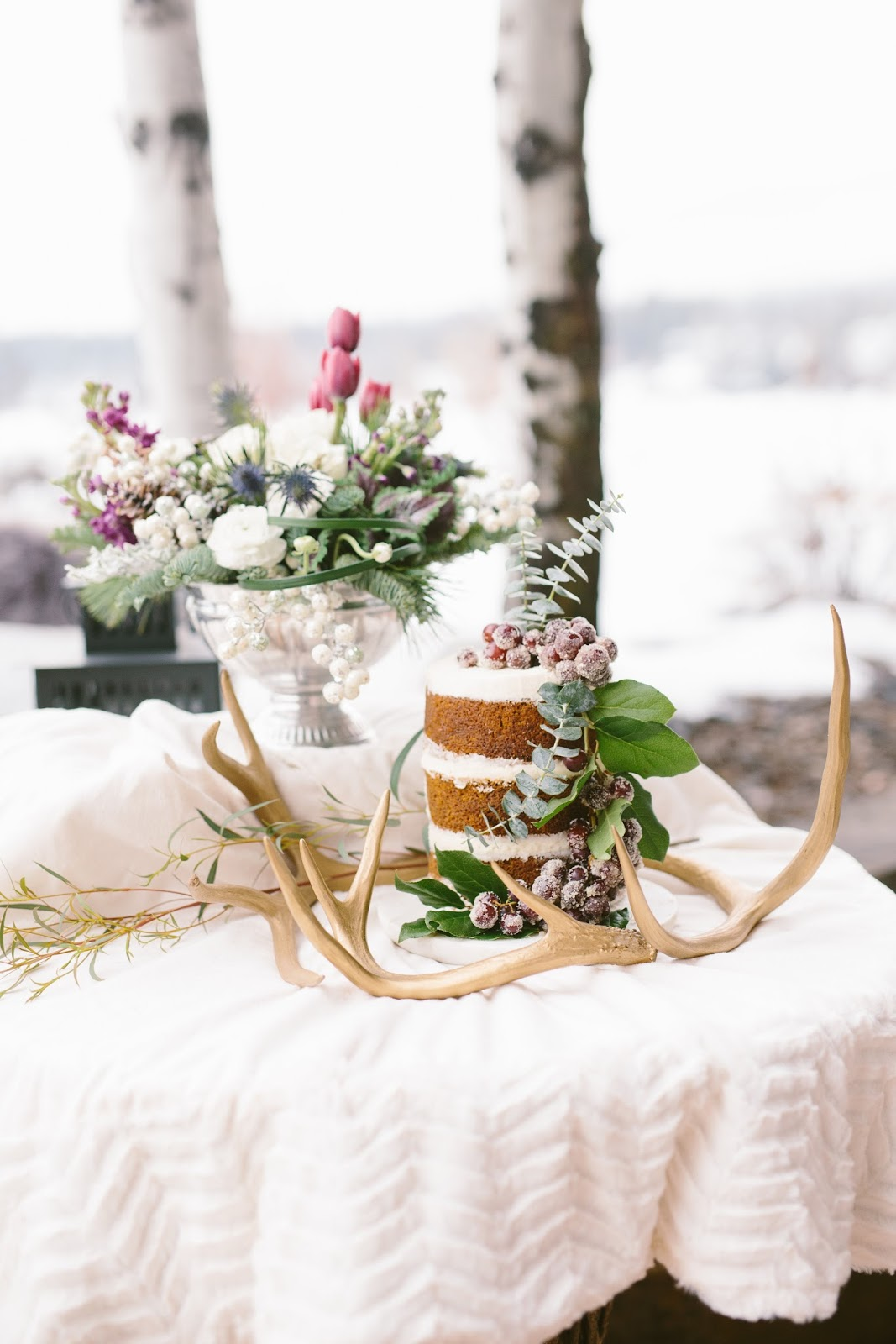 Winter wedding cake / Photography by Dina Remi
