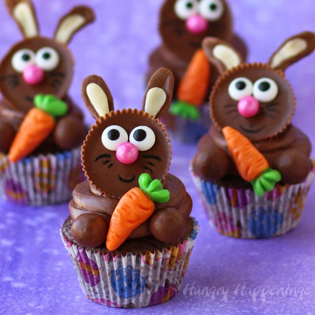 Top store bought or homemade cupcakes with Reese's Cups to make these adorable Reese's Cup Easter Bunny Cupcakes. Tutorial at HungryHappenings.com