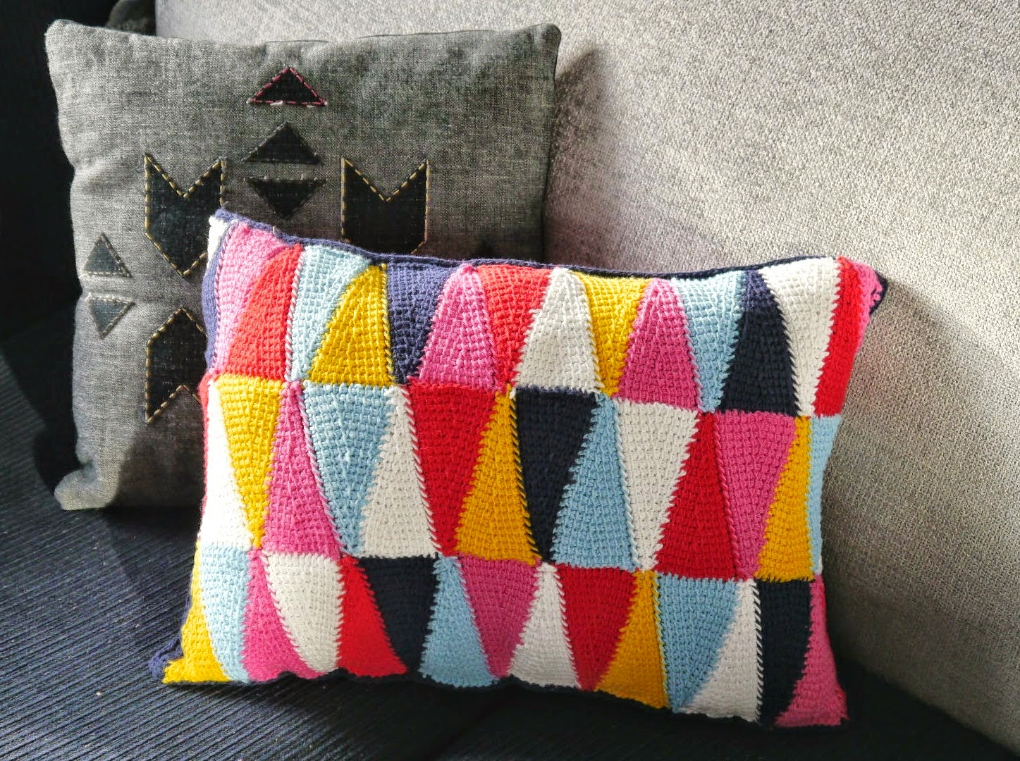 free crochet pattern geometric pillow