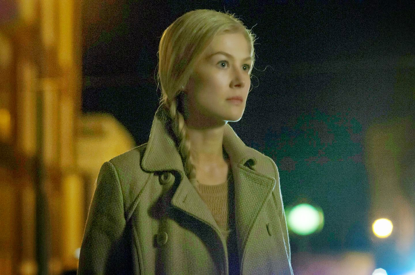 lsm.jpg4.us   imagesize:1440x956 siren 12 Filmgoers who suffer from a gag reflex at the mention of Valentine's Day  would be well served by watching Gone Girl, which begins as an engrossing  mystery, ...