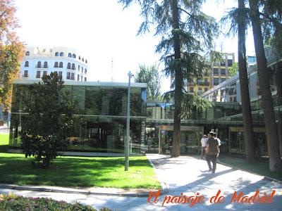 Entrada Biblioteca Eugenio Trias
