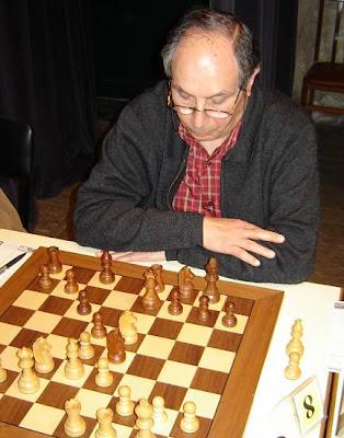 Joan Bautista Sanchez jugando ajedrez