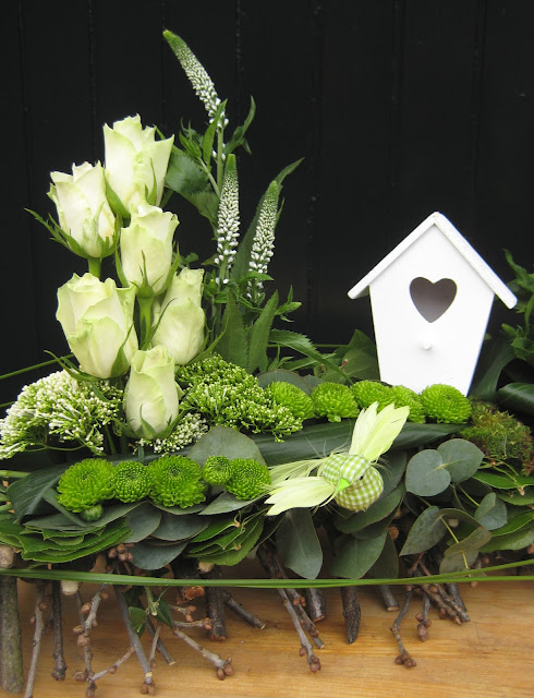bloemschikken bloemstuk voorjaarsstuk met takken 2013