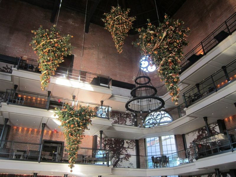 Holiday decorations from hotels around the world for Decor hotel sucha beskidzka