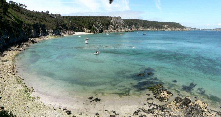 Une plage à côté de l'Ile vierge - Saint Hernot
