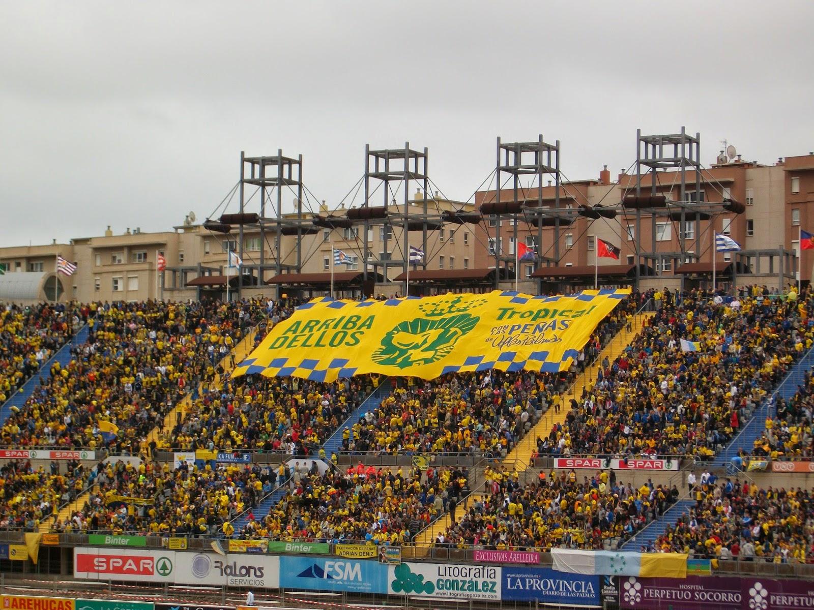 Gradas engalanadas del estadio de Gran Canaria