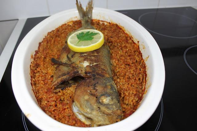 Baked fish with bulgur grains
