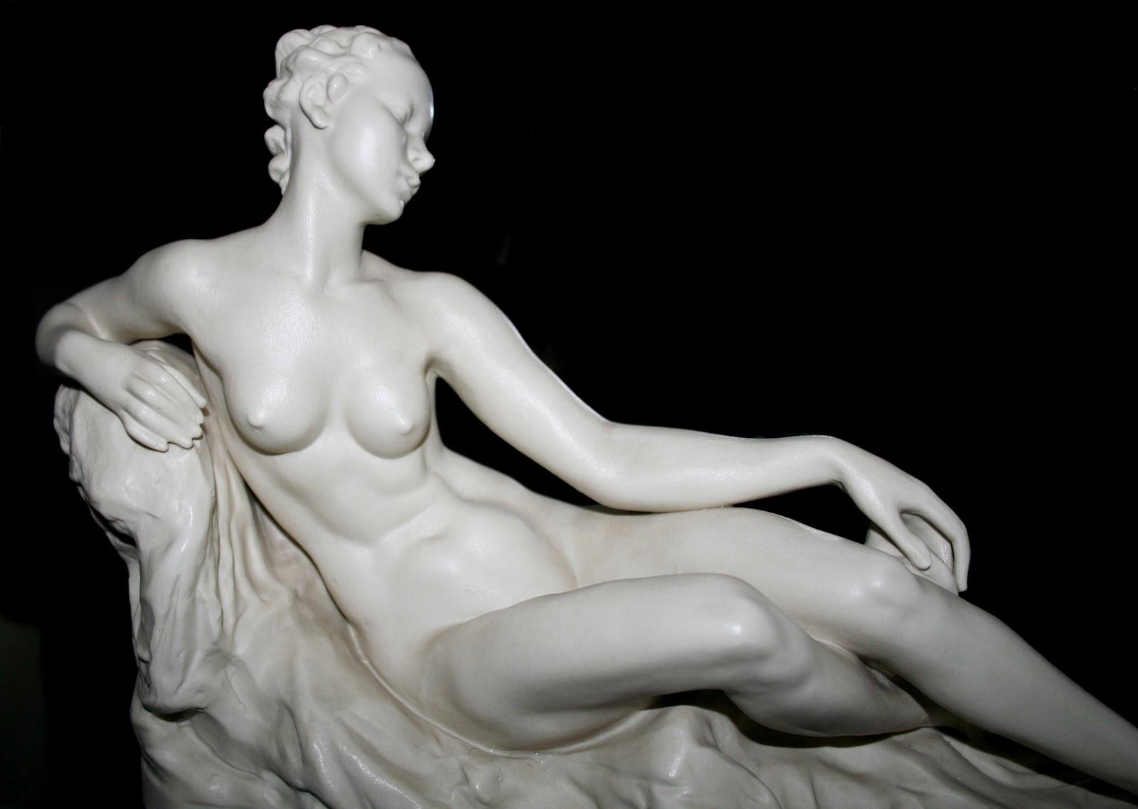 Скульптура голой девушки фото 2 фотография