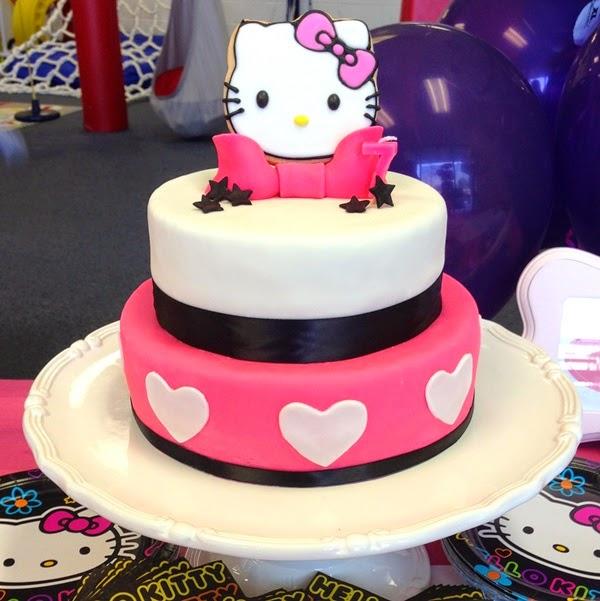 Gambar kue ulang tahun tema hello kitty lucu banget tingkat