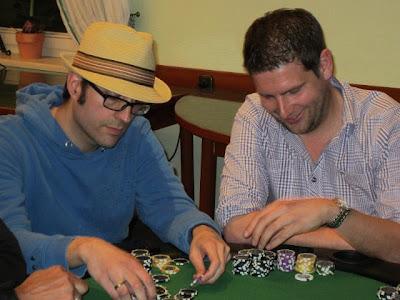 Mit Sommerhut am Tisch: Anfang Mai stand wieder ein Pokerturnier von Friesland Poker auf dem Terminplan.